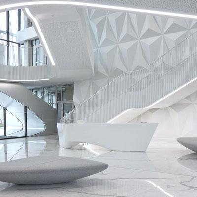 Verslo centro registratūra iš balto akrilinio akmens su aptakiais šonais / gamintojas - Gforma