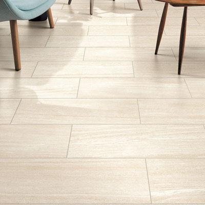Svetainės grindys iš smiltainio plytelių