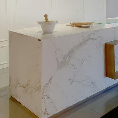 Virtuvės sala iš keraminio akmens