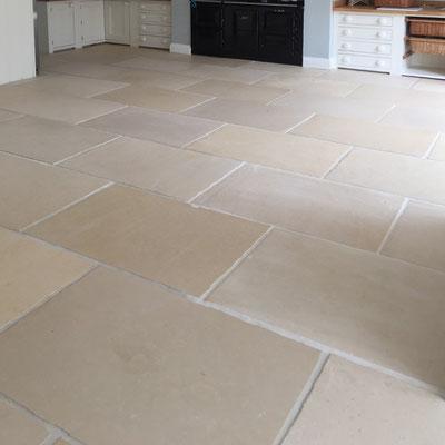 Virtuvės grindys iš smiltainio plytelių