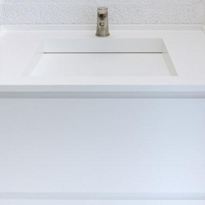 Balto akrilinio akmens praustuvas su vandens išbėgimo juosta palei sienelę / gamintojas - Gforma