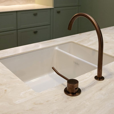 Akrilinio akmens virtuvės saloje įmontuota dviguba keraminė plautuvė / gamintojas - Gforma