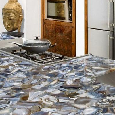 Virtuvės sala iš egzotikos akmens