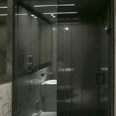 Dušo kabina iš juodo akrilinio akmens / gamintojas - Gforma