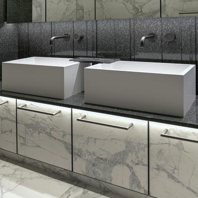 Vonios spintelės su keraminio akmens durelėmis