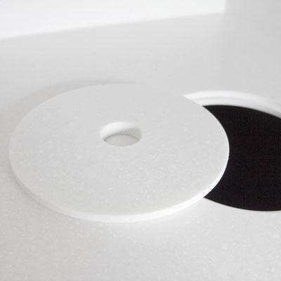 Odontologijos klinikos akrilinio akmens stalviršyje įmontuota šiukšliadėžė su dangčiu / gamintojas: Gforma