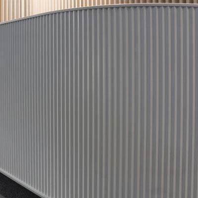 Grioveliais frezuotas verslo centro registratūros šonas iš akrilinio akmens / gamintojas - Gforma