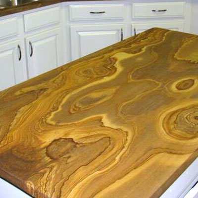 Natūralaus smiltainio stalviršis virtuvėje