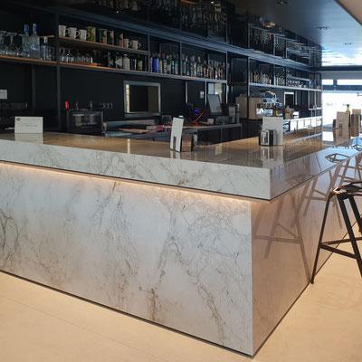 Baras iš sensa granito didelės gamyklos restorane Ispanijoje
