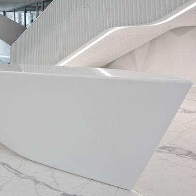 Prabangi akrilinio akmens registratūra verslo centre / gamintojas: Gforma