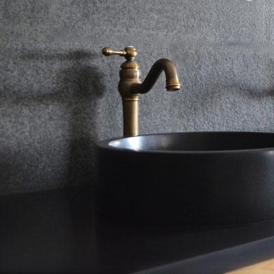 Apvalus vonios praustuvas iš juodo bazalto