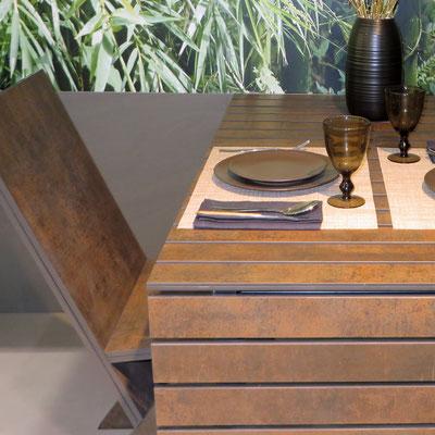 Stalas ir kėdė su atrama iš keraminio akmens neolith