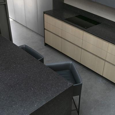 Virtuvės stalviršis ir sala iš keraminio akmens