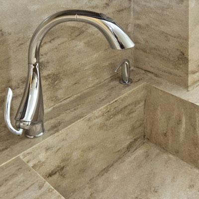 Akrilinio akmens virtuvės plautuvė įmontuota į stalviršį ir sujungta su sienelėmis / gamintojas - Gforma