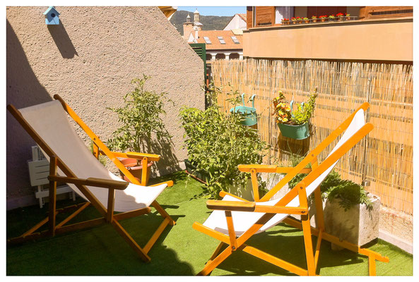Cómodas hamacas para tomar el sol en esta agradable terraza