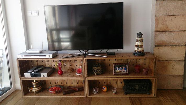 Mueble de TV realizado con cajas recuperadas de la industria textil