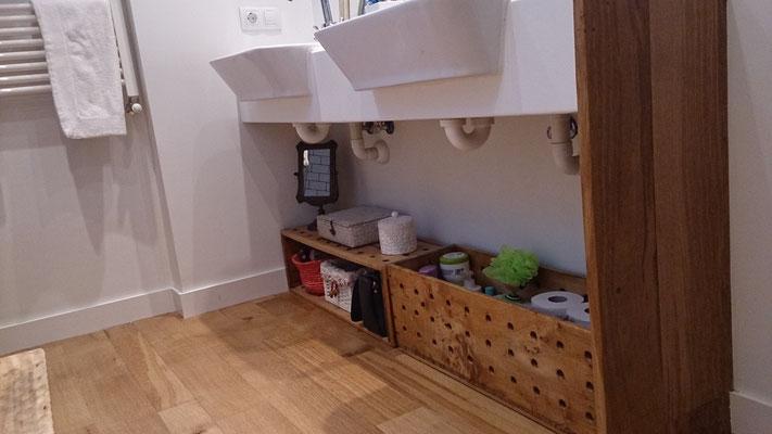 Contenedores para el baño realizado con cajas recuperadas de la industria textil