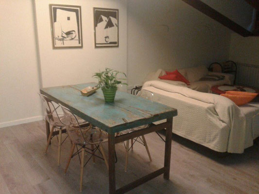 Mesa y Sillas en casa de un cliente