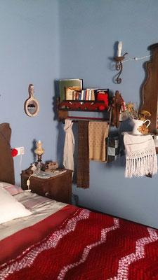 Espejo de mano adquirido en POTSDAM decora el dormitorio de una clienta