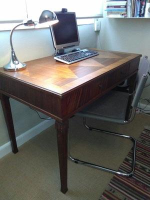 Preciosa mesa y lámpara de despacho