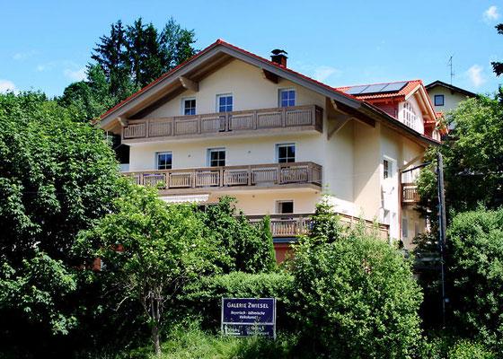 Haus Hildegard: Südansicht Sommer Balkon Rachel