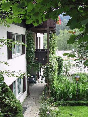 Haus Hildegard: Balkon Lusen außen