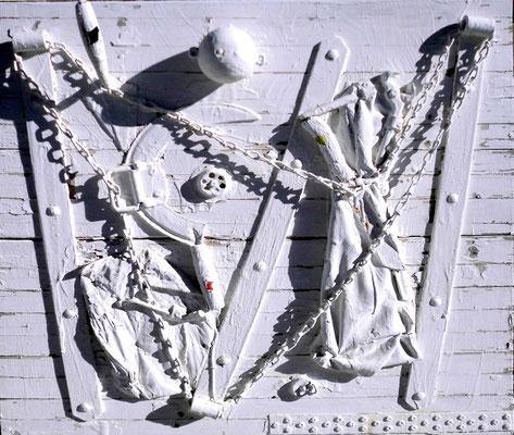 """""""Materialmontage o. T."""" 22.05.1994, Werkverzeichnis 418, Materialmontage und Farbe auf Holzbohlen, b 81,0 cm * h 80,0 cm"""
