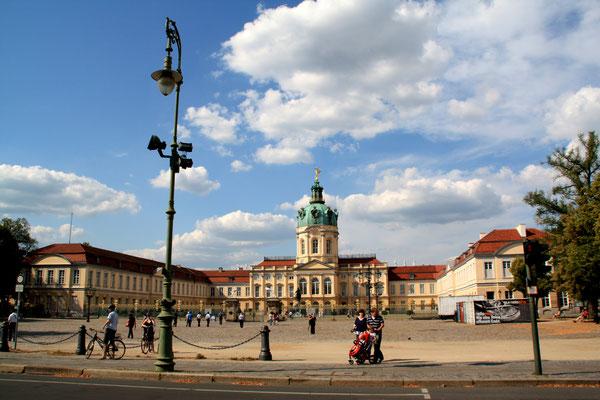 U-förmige Schlossanlage Charlottenburg vom Süden gesehen. Foto: Helga Karl