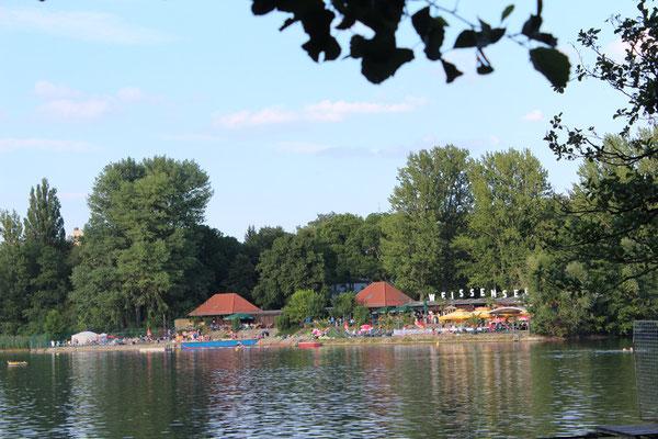 Freibad am Weißen See in Berlin-Pankow. Foto: Helga Karl