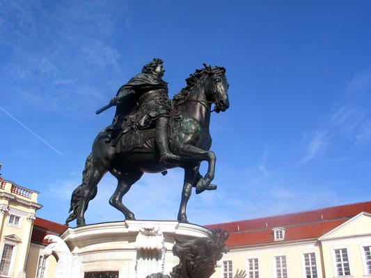 Reiterdenkmal des Großen Kurfürsten Schloss Charlottenburg, von Andreas Schlüter entworfen. Foto: Helga Karl