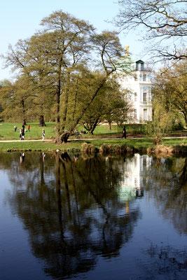 Blick auf das Belvedere im Schlossgarten Charlottenburg im Frühling. Foto: Helga Karl