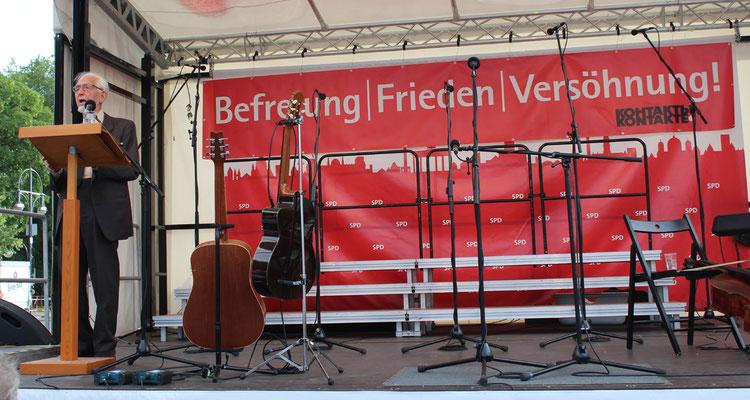 Erhard Eppler bei seiner Rede - Gedenk-Veranstaltung am 22.Juni 2016 vor dem Sowjetischem Ehrenmal Berlin-Tiergarten. Foto: Helga Karl