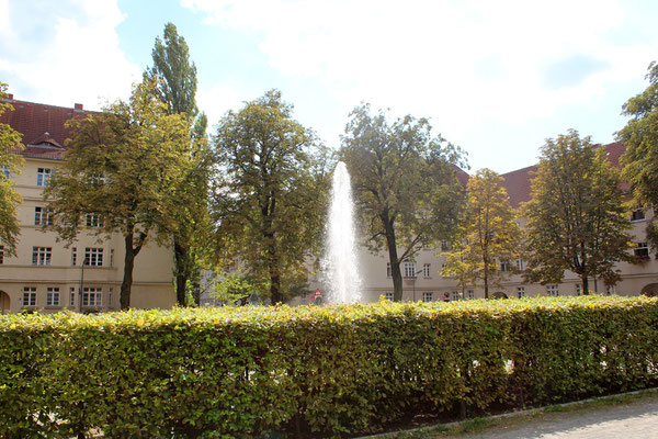 Wasserfontaine auf dem Zentralen Platz der schöneberger Ceciliengärten. Foto: Helga Karl