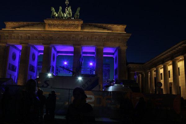 Silvester in Berlin -  Brandenburger Tor erleuchtet. Foto: Helga Karl