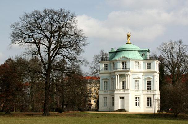 Das Teehaus Belvedere im Schlossgarten Charlottenburg im März. Foto: Helga Karl