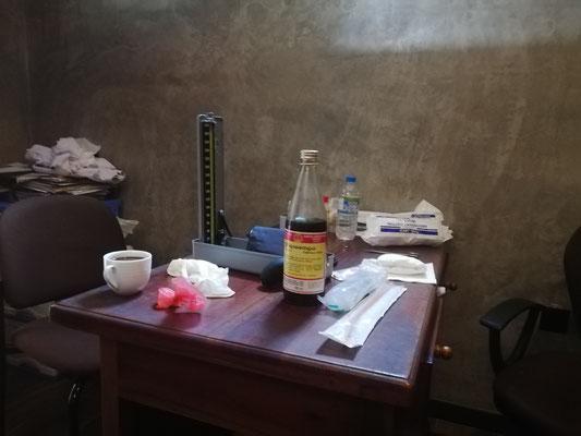 Ärzte Tisch - jeden tag Blutdruckmessen