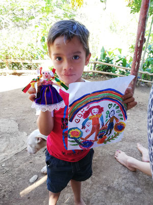 Ilan und sein Geschenk von mir und ich habe das Bild bekommen <3