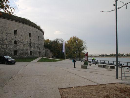 An der Donau hinter dem Fort