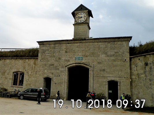 Der Einfahrtbogen zum Fort