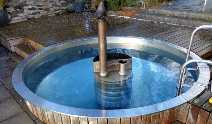 Pool, Chromstahl mit Holzheizung