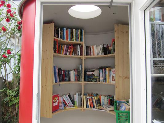 Bücherzelle, Variante Innenausbau