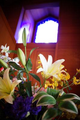 6月14日(日)花の日。会堂がたくさんの花で飾られました。
