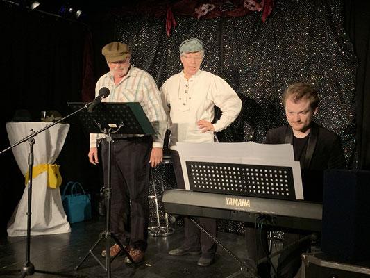 Angelia und Albin Zoder singen Wiener Lieder mit Begleitung von Julian Groller