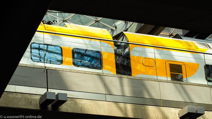 Zug am Hauptbahnhof Berlin
