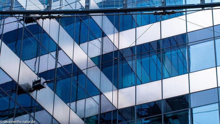 Reflektion in Glasfront nahe Potsdamer Platz