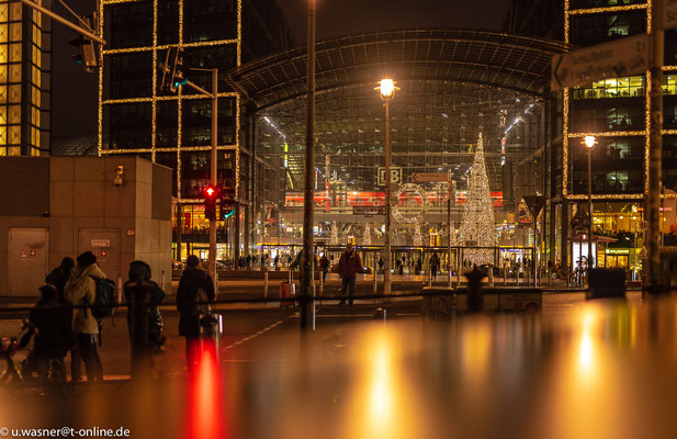 Der Hauptbahnhof, auch auf Weihnachten vorbereitet.