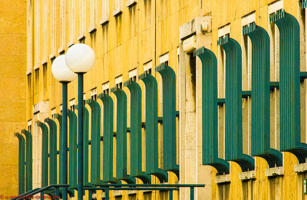 Fassade Bürogebäude Flughafen Tempelhof