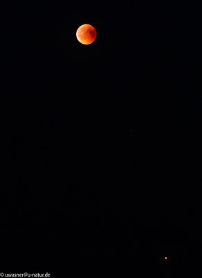 Mondfinsternis um 23:14 Uhr mit Mars (ganz klein unten rechts) in Neerstedt