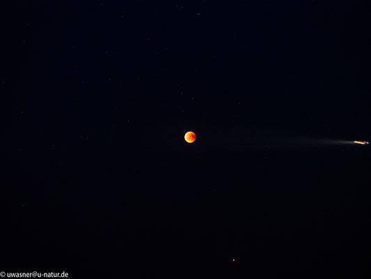 Mondfinsternis um 23:13 Uhr in Neerstedt mit Fremdobjekt