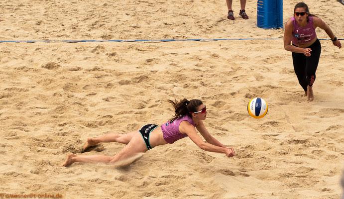 Beachvolleyball Juni 2019 - hier die Damen Leonie Klinke + Lisa-Sophie Kotzan